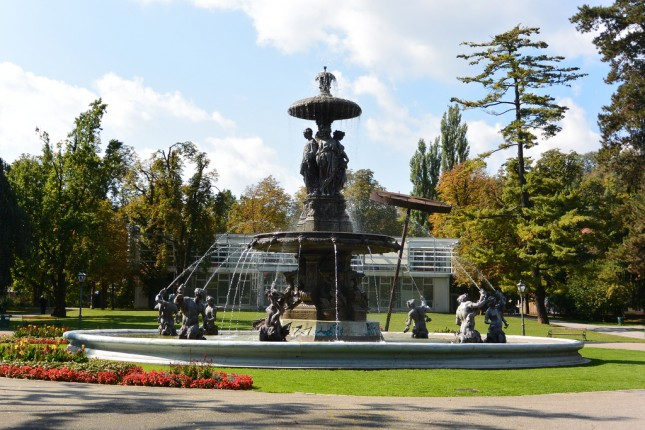 Stadtparkbrunnen und Forum Stadtpark, Foto: Alois Staudacher https://www.flickr.com/photos/alois_staudacher/10115971894
